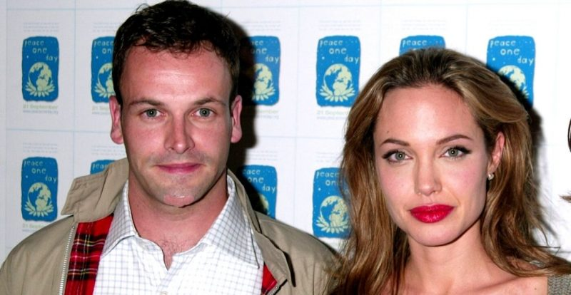 Angelina Jolie Kembali Ke Pangkuan Bekas Suami Pertama?