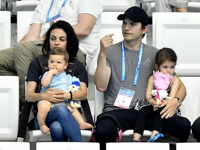 Ashton Kutcher & Mila Kunis Akui Jarang Mandi, Hanya Cuci Alat Sulit