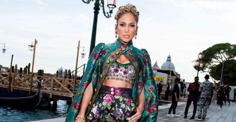 Jennifer Lopez Alami Momen Fesyen Memalukan Di Acara Dolce & Gabbana