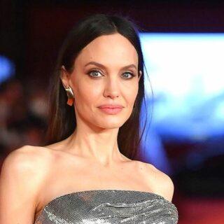 Angelina Jolie Alami Momen Memalukan Di Karpet Merah Eternals